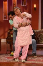 Salman Khan on the sets of Comedy Nights with Kapil in Filmcity, Mumbai on 9th Jan 2014 (222)_52cfeee352b82.JPG