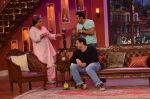 Salman Khan on the sets of Comedy Nights with Kapil in Filmcity, Mumbai on 9th Jan 2014 (224)_52cfeee446ccd.JPG