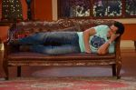 Salman Khan on the sets of Comedy Nights with Kapil in Filmcity, Mumbai on 9th Jan 2014 (48)_52cfeeb800863.JPG