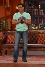 Salman Khan on the sets of Comedy Nights with Kapil in Filmcity, Mumbai on 9th Jan 2014 (63)_52cfeeb995840.JPG