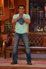Salman Khan on the sets of Comedy Nights with Kapil in Filmcity, Mumbai on 9th Jan 2014 (64)_52cfeeba19fe5.JPG
