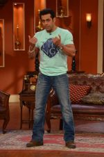 Salman Khan on the sets of Comedy Nights with Kapil in Filmcity, Mumbai on 9th Jan 2014 (65)_52cfeeba8e319.JPG