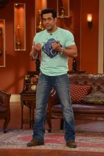 Salman Khan on the sets of Comedy Nights with Kapil in Filmcity, Mumbai on 9th Jan 2014 (66)_52cfeebb105fa.JPG
