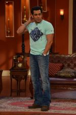 Salman Khan on the sets of Comedy Nights with Kapil in Filmcity, Mumbai on 9th Jan 2014 (70)_52cfeebcf0bdf.JPG