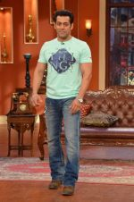 Salman Khan on the sets of Comedy Nights with Kapil in Filmcity, Mumbai on 9th Jan 2014 (76)_52cfeebf5b666.JPG