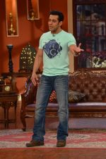 Salman Khan on the sets of Comedy Nights with Kapil in Filmcity, Mumbai on 9th Jan 2014 (78)_52cfeec049bef.JPG