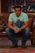 Salman Khan on the sets of Comedy Nights with Kapil in Filmcity, Mumbai on 9th Jan 2014 (80)_52cfeec13bf75.JPG