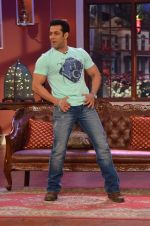 Salman Khan on the sets of Comedy Nights with Kapil in Filmcity, Mumbai on 9th Jan 2014 (81)_52cfeec1b3c10.JPG
