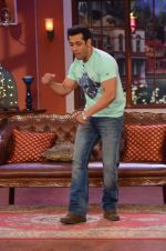 Salman Khan on the sets of Comedy Nights with Kapil in Filmcity, Mumbai on 9th Jan 2014 (82)_52cfeec233559.JPG