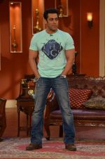 Salman Khan on the sets of Comedy Nights with Kapil in Filmcity, Mumbai on 9th Jan 2014 (89)_52cfeec554268.JPG