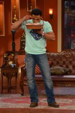 Salman Khan on the sets of Comedy Nights with Kapil in Filmcity, Mumbai on 9th Jan 2014 (90)_52cfeec73a0b5.JPG