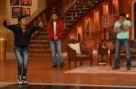 Salman Khan on the sets of Comedy Nights with Kapil in Filmcity, Mumbai on 9th Jan 2014 (95)_52cfeec993454.JPG