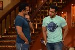 Salman Khan on the sets of Comedy Nights with Kapil in Filmcity, Mumbai on 9th Jan 2014 (96)_52cfeeca08efe.JPG