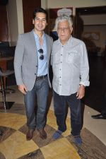 Dino Morea, Om Puri at Pratik Sharma_s art event in J W Marriott, Mumbai on 10th Jan 2014 (26)_52d0b3bc7828f.JPG