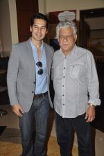 Dino Morea, Om Puri at Pratik Sharma_s art event in J W Marriott, Mumbai on 10th Jan 2014 (27)_52d0b3bceb079.JPG