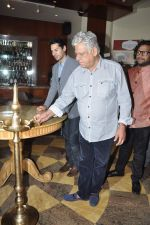 Om Puri at Pratik Sharma_s art event in J W Marriott, Mumbai on 10th Jan 2014 (27)_52d0b3bfcf353.JPG