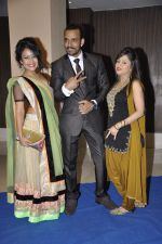 Neha Kakkar at singer Toshi Sabri_s wedding reception in Novotel, Mumbai on 13th Jan 2014 (29)_52d4e6bbe1f98.JPG