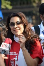 Juhi Chawla at Standard Chartered Marathon in Mumbai on 19th Jan 2014 (301)_52dbd1a1033fd.JPG
