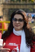 Juhi Chawla at Standard Chartered Marathon in Mumbai on 19th Jan 2014 (302)_52dbd1aa1958d.JPG