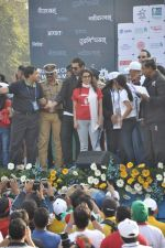 Juhi Chawla, John Abraham at Standard Chartered Marathon in Mumbai on 19th Jan 2014 (236)_52dbd1a283568.JPG