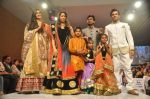 Krystle D_souza, Sangeeta Ghosh at Kids fashion week in Mumbai on 19th Jan 2014 (59)_52dcb56cad431.JPG