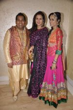 Poonam Dhillon at Rohan Palshetkar_s wedding reception in Mayfair, Mumbai on 20th Jan 2014 (6)_52de160aba2e3.JPG