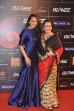 Sonakshi Sinha at 4th Gionne Star Global Indian Music Academy Awards in NSCI, Mumbai on 20th Jan 2014 (332)_52de357d3c433.JPG