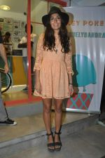 Monica Dogra at Hokey Pokey store in Mumbai on 22nd Jan 2014 (20)_52e0b6dfc198a.JPG