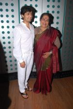 Sonu Nigam, Usha Uthup at Gaurang Doshi_s song recording in Mumbai on 24th Jan 2014 (23)_52e391013e379.JPG