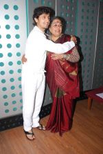 Sonu Nigam, Usha Uthup at Gaurang Doshi_s song recording in Mumbai on 24th Jan 2014 (32)_52e391089af76.JPG