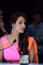 Malaika Arora Khan on location of India_s got talent in Filmcity, Mumbai on 25th Jan 2014  (47)_52e4e0e582394.JPG