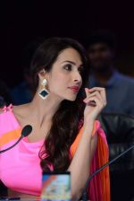 Malaika Arora Khan stunning in a shivan naresh saree in Mumbai on 25th Jan 2014 (47)_52e4b4472299b.JPG
