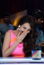 Malaika Arora Khan stunning in a shivan naresh saree in Mumbai on 25th Jan 2014 (55)_52e4b44a0fe15.JPG