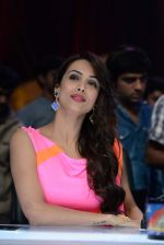 Malaika Arora Khan stunning in a shivan naresh saree in Mumbai on 25th Jan 2014 (56)_52e4b44a68887.JPG