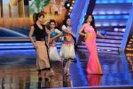 Priyanka Chopra, Malaika Arora Khan promote Gunday on location of India_s got talent in Filmcity, Mumbai on 25th Jan 2014  (16)_52e4e0e684c16.JPG