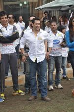 Salman Khan at CCL match in D Y Patil, Mumbai on 25th Jan 2014 (1)_52e4e437bc794.JPG