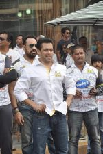 Salman Khan at CCL match in D Y Patil, Mumbai on 25th Jan 2014 (2)_52e4e438eaa4b.JPG