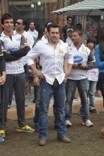 Salman Khan at CCL match in D Y Patil, Mumbai on 25th Jan 2014 (3)_52e4e43ac32c4.JPG