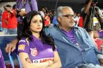 Sridevi, Boney Kapoor at CCL 4 Karnataka Bulldozers Vs Bengal Tigers Match in Mumbai on 26th jan 2014 (85)_52e5fbd6a7144.JPG