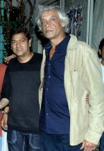 aadesh shrivastava at a surprise birthday party for Sudhir Mishra by Rahul Bhat in Mumbai on 22nd Jan 2014_52e890d083c77.jpg