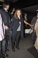 Former first lady of France Valerie snapped at airport in Mumbai on 28th Jan 2014 (27)_52e9f766780c3.JPG