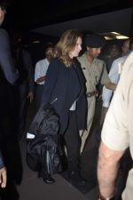 Former first lady of France Valerie snapped at airport in Mumbai on 28th Jan 2014 (31)_52e9f767f1523.JPG