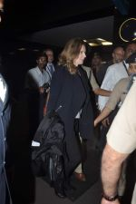 Former first lady of France Valerie snapped at airport in Mumbai on 28th Jan 2014 (32)_52e9f7685cad4.JPG