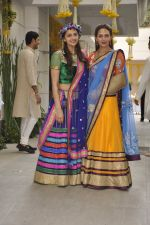 Ahana Deol, Esha Deol at Ahana Deol_s Mehndi Ceremony in Mumbai on 31st Jan 2014 (40)_52ec9b10debf3.JPG