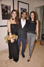 Kainaat Arora, Vikram Bawa, Evelyn Sharma at Vikram Bawa Calendar Launch in Mumbai on 31st Jan 2014 (72)_52ec94587ce18.JPG