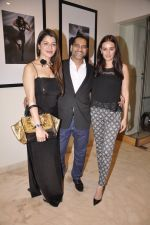 Kainaat Arora, Vikram Bawa, Evelyn Sharma at Vikram Bawa Calendar Launch in Mumbai on 31st Jan 2014 (74)_52ec945a0ca13.JPG