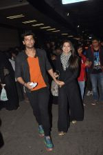 Gauhar Khan and Kushal Tandon snapped at the airport in Mumbai on 2nd Feb 2014 (13)_52ef609075df7.JPG