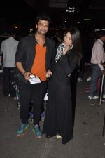 Gauhar Khan and Kushal Tandon snapped at the airport in Mumbai on 2nd Feb 2014 (6)_52ef608f2383f.JPG
