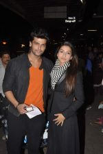 Gauhar Khan and Kushal Tandon snapped at the airport in Mumbai on 2nd Feb 2014 (7)_52ef608f7baec.JPG