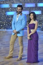 Jay Bhanushali, Ishita Sharma at the Promotion of Gunday on Dance India Dance in Famous, Mumbai on 3rd Feb 2014 (55)_52f08670343f4.JPG